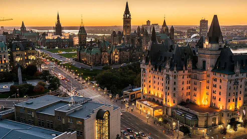 985x554__0000s_0020_Be-an-Ottawa-Tourism-Guide-For-A-Day