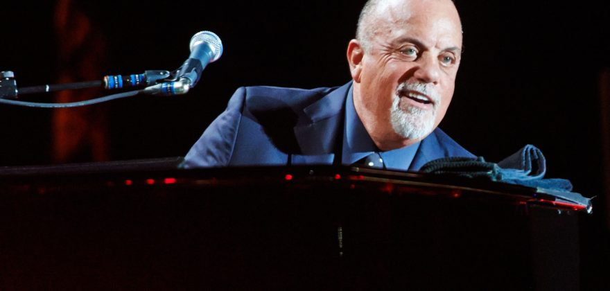MANCHESTER, UNITED KINGDOM - OCTOBER 29: Billy Joel performs on stage at Manchester Arena on October 29, 2013 in Manchester, England. (Photo by Gary Wolstenholme/Redferns via Getty Images)